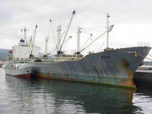 Viejo buque mercante carguero